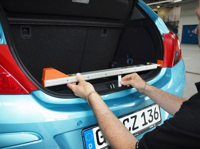 Measuring the width of a car boot opening