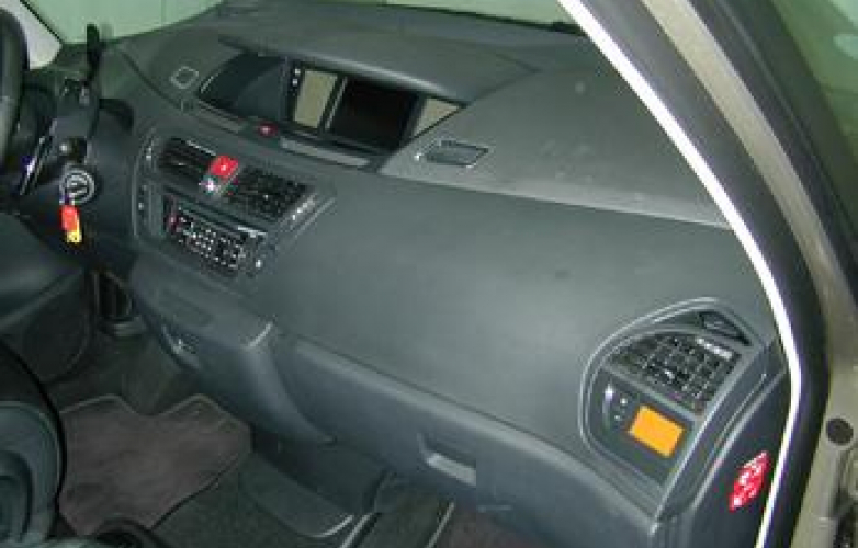 Passenger side - dashboard