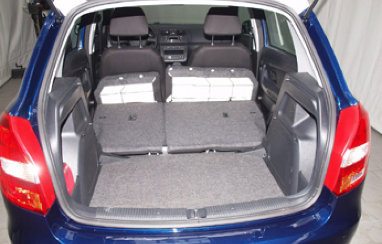 Boot with seats folded 1