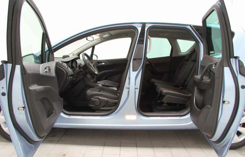 Rear passenger door