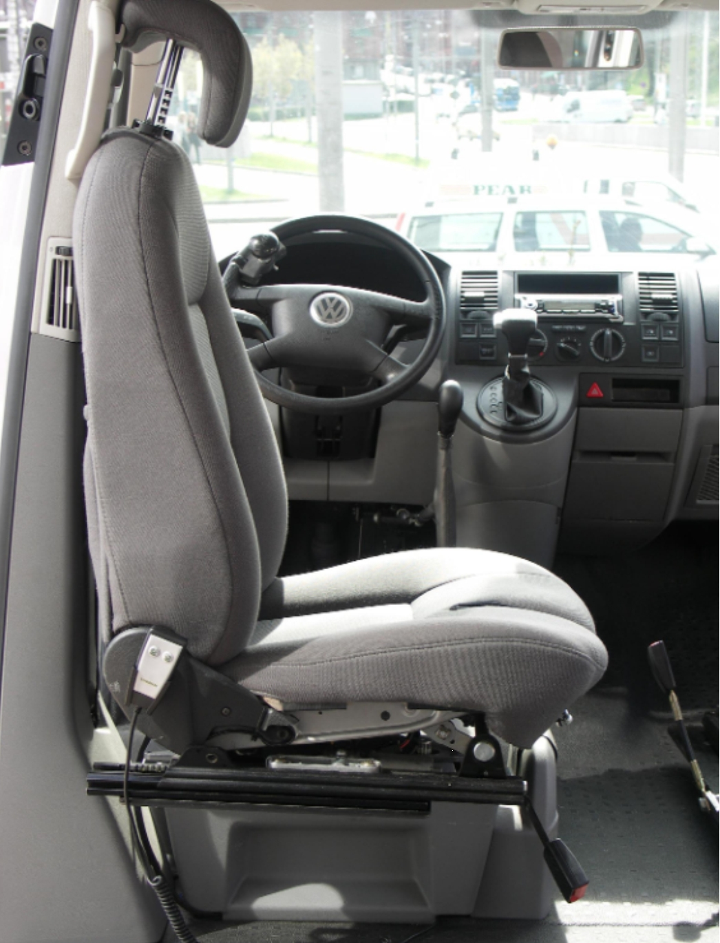 Internal transfer swivelling seat